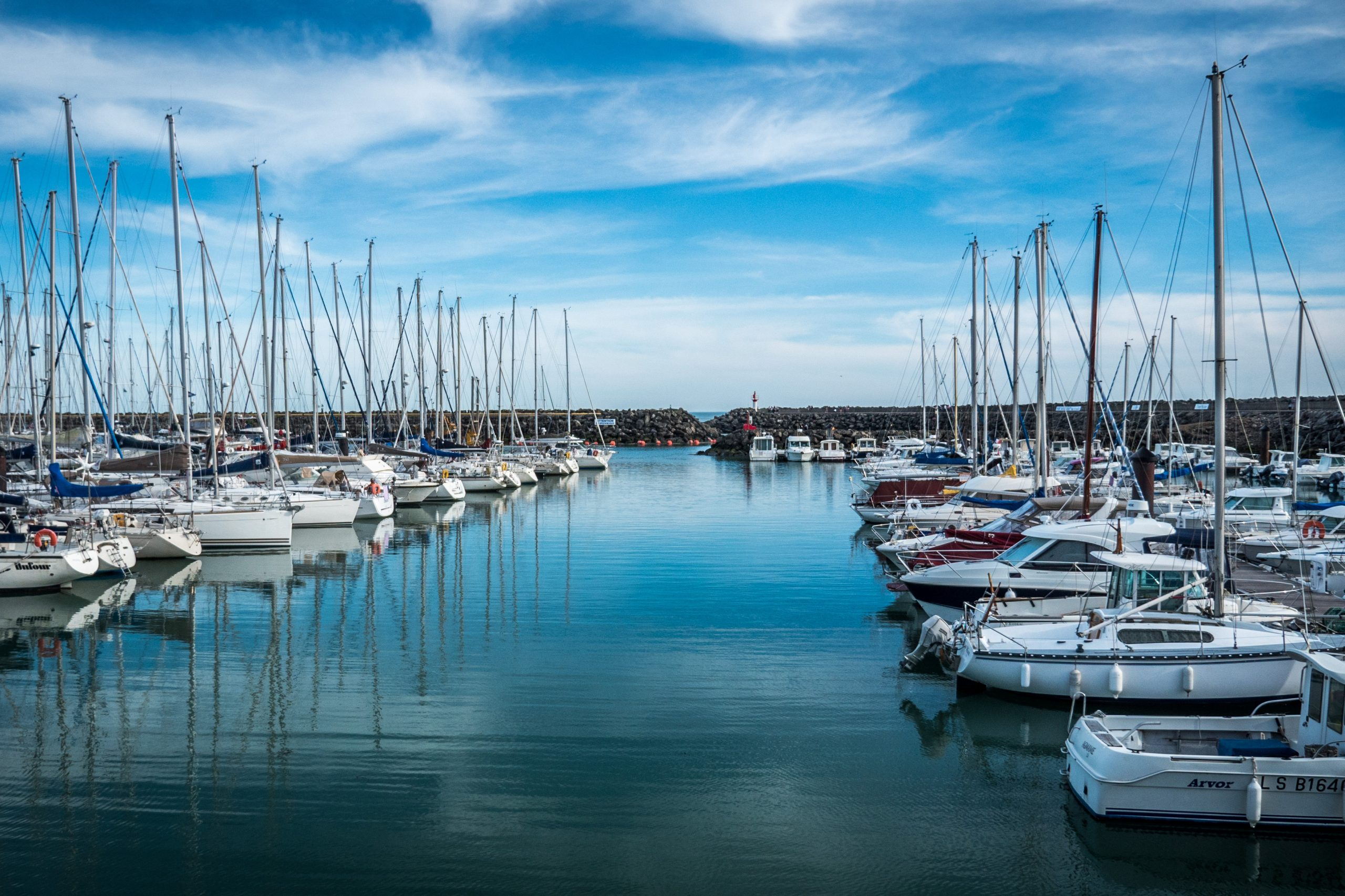 Algorithms to achieve sustainable growth in the leisure marine sector